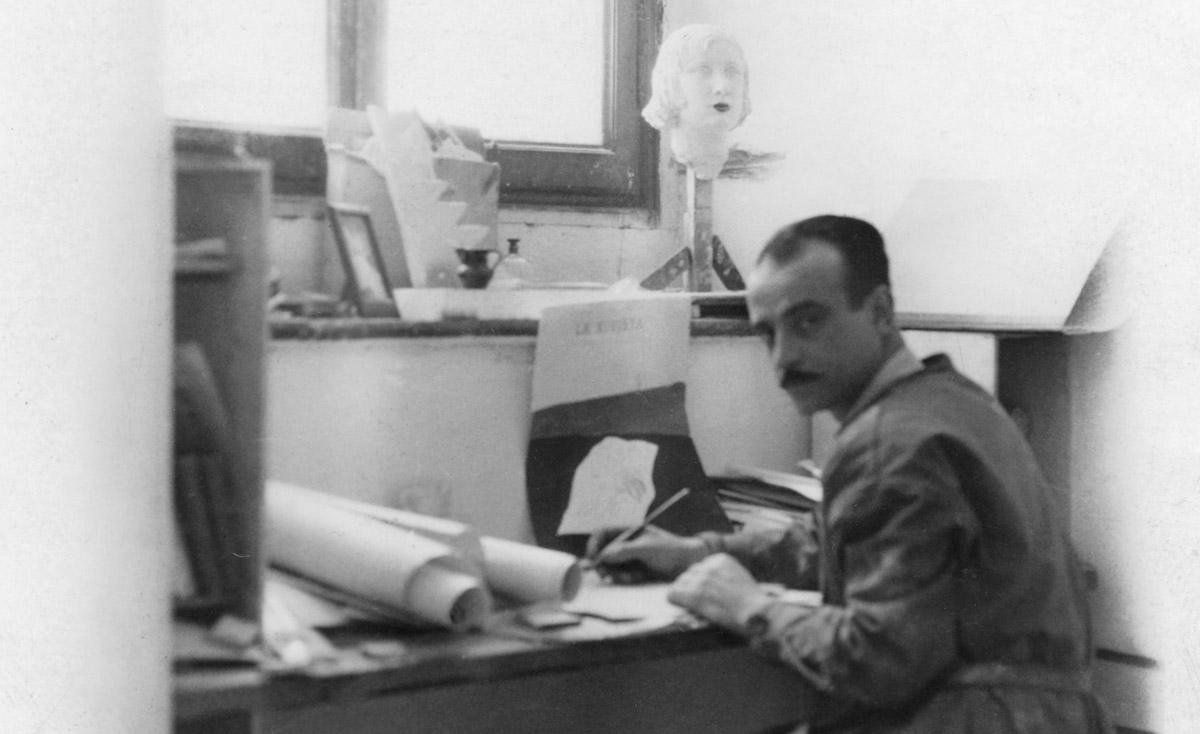 Lucio Fontana nel suo primo studio milanese di via De Amicis, 1933